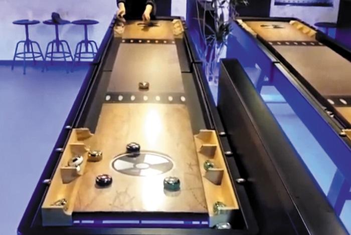 '테이블 컬링'이라고도 불리는 '스핀볼'은 컬링과 당구, 볼링이 합쳐진 색다른 실내 스포츠다. 스포리더
