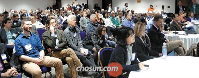 지난달 워싱턴 DC에서 열린 전미과학진흥협의회(AAAS) 연례 회의의 'AI의 사회적 영향' 토론장이 참석자들로 붐비고 있다.