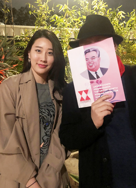 지난달 미국 로스앤젤레스(LA) 컬버시티에서 탈북화가 선무(오른쪽)와 만난 탐험대원 장휘. 선무는 미국·중국 등지에서 북한 인권 실태를 고발하는 정치 팝아트 활동으로 잘 알려져 있다.