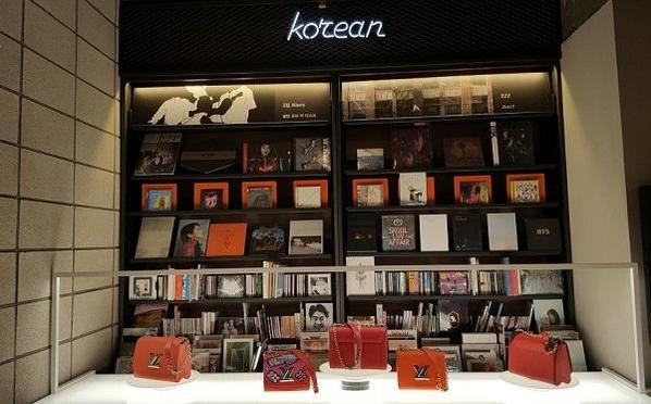 59b6b851b4b 세계 4위 명품가방 '큰 손' 된 한국...루이비통 첫 핸드백 임시매장 ...