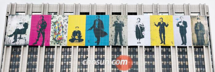서울 광화문 정부청사에 걸린 독립운동가 10인의 그림에 임시정부 초대 대통령인 이승만은 없었다.