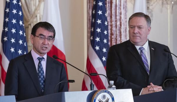 고노다로 일본 외무상(왼쪽)과 마이크 폼페이오 미 국무장관./연합뉴스