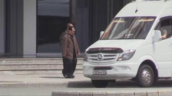 김창선 북한 국무위원회 부장이 2019년 4월 21일 첫 북·러 정상회담 후보지인 러시아 블라디보스토크 루스키 섬 내 극동연방대학 캠퍼스를 둘러보는 모습이 포착됐다. /NHK