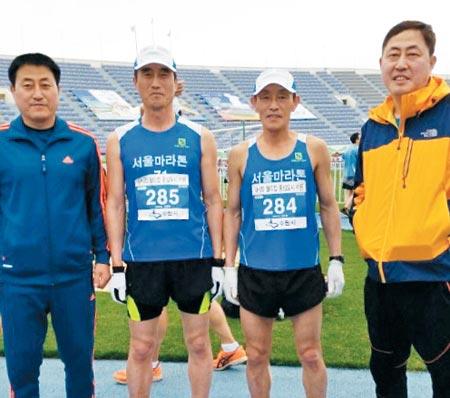 2015년 4월 한 마라톤대회에 참가한 4형제.