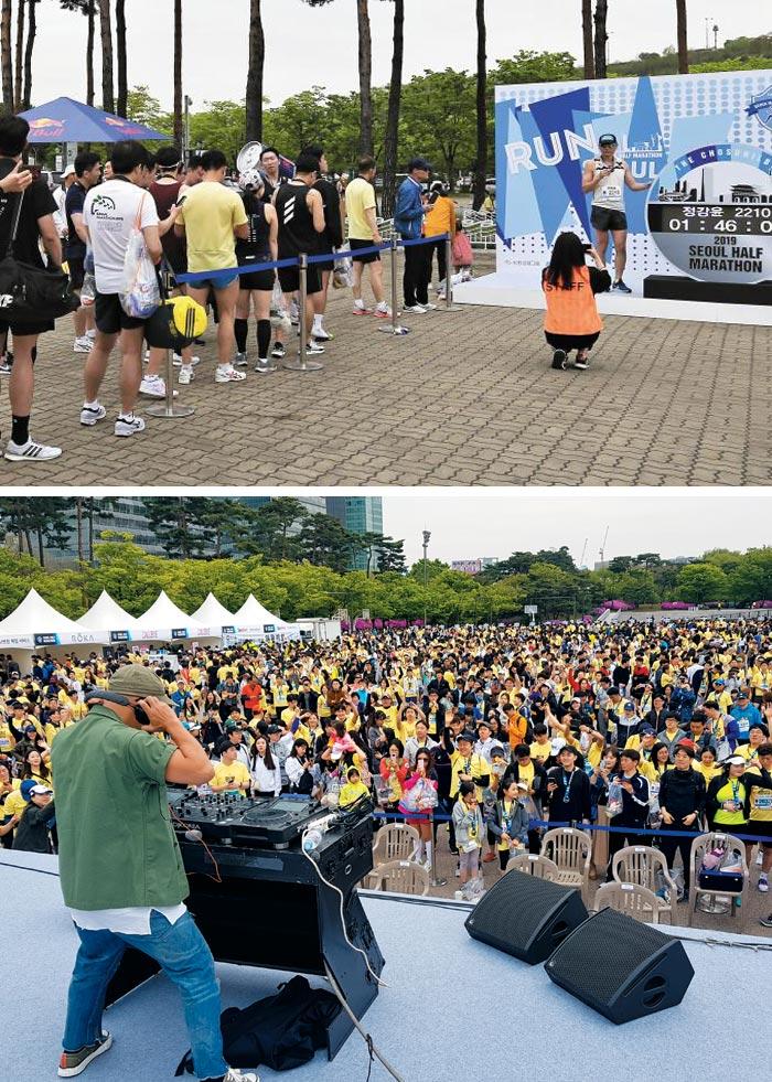 28일 서울하프마라톤 하프 코스를 완주한 참가자들이 기록을 배경으로 사진을 찍기 위해 '포토월' 앞에 줄 선 모습(위).