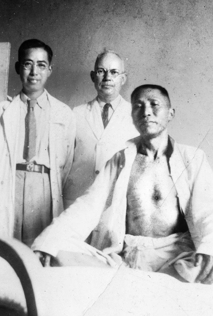 1938년 5월 7일 창사 난무팅에서 총상을 입은 김구의 모습.