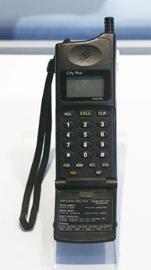 시티폰은 이동통신이 대중화되던 시점에 등장하면서 실패했다. 10년 정도 일찍 서비스를 시작했다면 성공을 거뒀을 만한 서비스였다. /조선일보 DB