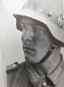 1941년 벨기에로 파병된 아버지 프리츠 슈뢰더의 모습.