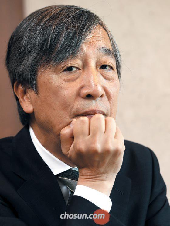 하야노 류고 도쿄대 명예교수가 21일 서울 프레스센터에서 자신의 방사능 오염 연구에 대해 설명하고 있다.