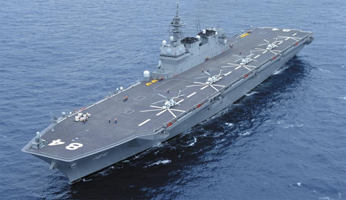 일본이 항공모함으로 개조하기로 결정한 헬기 탑재 호위함 가가의 모습. 도널드 트럼프 미 대통령은 28일 이 함정에 승선해 연설했다.