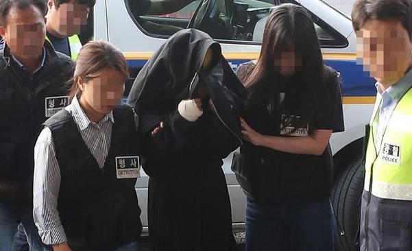 지난 1일 충북 청주시에서 긴급체포된 고모(36)씨가 제주동부경찰서로 압송되고 있다. /뉴시스