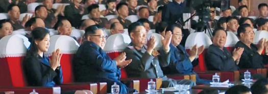 김정은 북한 국무위원장이 군 지도부와 함께 군인 가족 공연을 관람하는 모습./조선중앙TV 연합뉴스