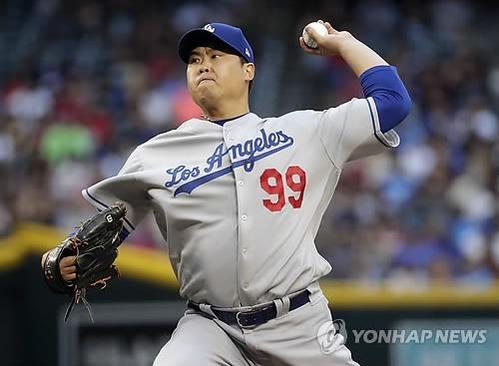 류현진이 다저스의 레전드를 강제 소환하고 있다. /연합뉴스