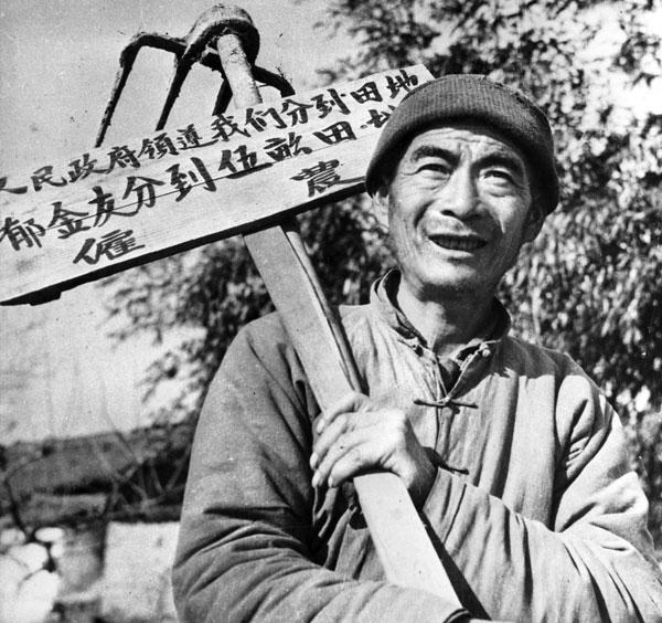중국 토지개혁이 한창이던 1950년 1월. 한 농부가