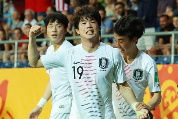 12일 오전(한국 시각) 폴란드 루블린 경기장에서 열린 2019 국제축구연맹(FIFA) 20세 이하(U-20) 월드컵 4강전 한국과 에콰도르의 경기. /연합뉴스
