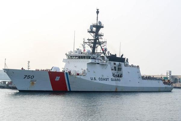 미 해안경비대 소속 경비함 버솔프함이 2019년 3월 26일 2박3일간의 한·미 해경 연합훈련에 참가하기 위해 제주해군기지에 입항하고 있다. 버솔프함은 북한의 해상 불법 환적 단속을 위해 한반도 근해에 배치될 것으로 알려졌다. /뉴시스