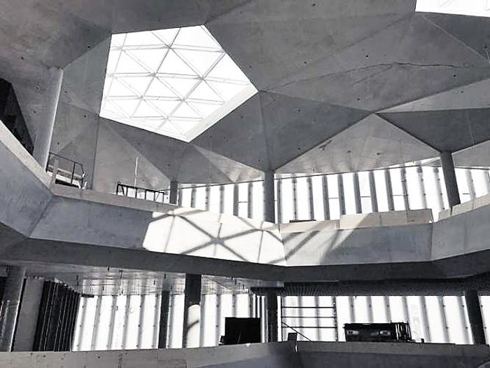 내년 개관하는 다이크만 도서관 내부. 천창과 전면 유리로 자연광을 활용해 에너지를 절감했다.