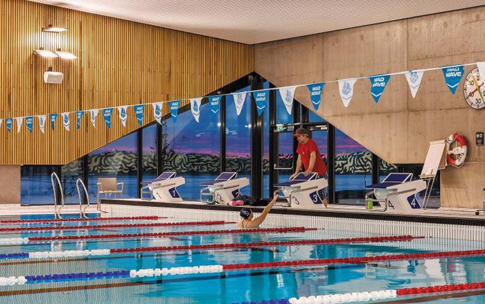 오슬로 근교의 '홀멘 수영장'. 샤워장 물을 재활용해 에너지를 생산하는 등 친환경 기술이 쓰였다.