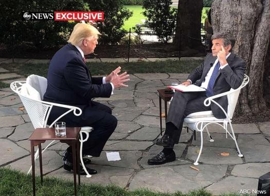 도널드 트럼프(왼쪽) 미국 대통령이 2019년 6월 12일 워싱턴 DC 백악관에서 ABC뉴스 조지 스테파노풀로스와 인터뷰를 하고 있다. /ABC뉴스