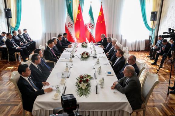 시진핑(왼쪽 앞에서 4번째) 중국 국가주석이 2019년 6월 14일 상하이협력기구(SCO) 정상회의 참석차 방문한 키르기스스탄에서 하산 로하니(오른쪽 앞에서 4번째) 이란 대통령과 만나고 있다. /메흐르 뉴스