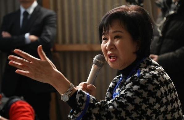 손혜원 의원이 지난 1월 23일 목포 근대역사문화공간 내 한 건물에서 기자회견을 열어 부동산 투기 의혹 등에 대해 해명하고 있다. /연합뉴스