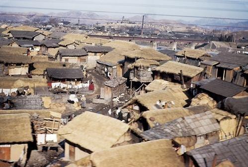 한국의 어느 시골 풍경. 1954년 1월 / 연합뉴스