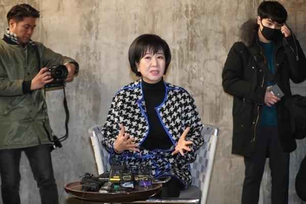 목포 근대역사문화공간 내 부동산 투기 의혹을 받는 무소속 손혜원 의원이 지난 1월 23일 오후 목포 투기 의혹 현장에서 기자회견을 하고 있다. /연합뉴스