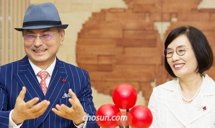 18일 서울 사회복지공동모금회 사무실에서 '애터미' 박한길(왼쪽) 대표가 '몇 년 후에는 1000억원까지 기부할 수 있었으면 좋겠다'고 했다.