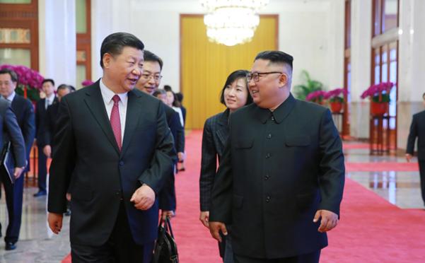 중국 시진핑 국가주석이 오는 2019년 6월 20~21일 북한을 국빈방문한다. 사진은 지난해 6월 방중한 김 위원장이 시 주석과 대화하는 모습. /조선중앙통신 연합뉴스