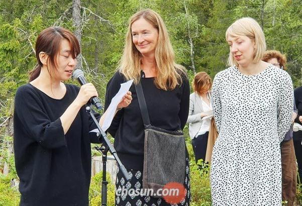 지난 5월 25일 노르웨이에서 열린 '미래도서관' 프로젝트에 참가한 소설가 한강의 모습. /조선DB
