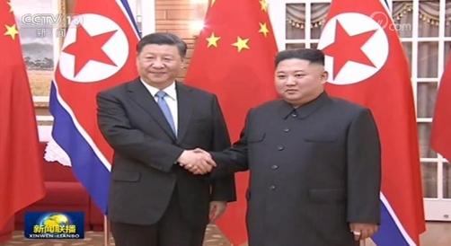 20일 이틀 일정의 북한 국빈방문을 시작한 시진핑 중국 국가주석은 첫날 김정은 북한 국무위원장과 정상회담을 가졌다./중국 관영 CCTV