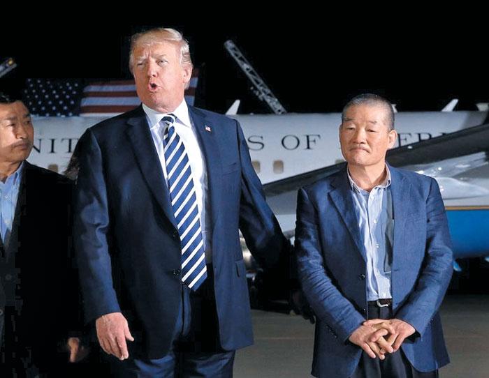 2018년 5월 10일 김동철 박사가 북한에서 풀려나 미국에 도착했을 때 도널드 트럼프 대통령이 직접 공항으로 그를 마중 나갔다.
