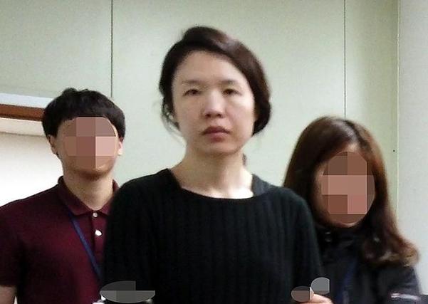 피의자 고유정이 지난 6일 제주동부경찰서 유치장에서 진술녹화실로 이동하고 있다. /연합뉴스