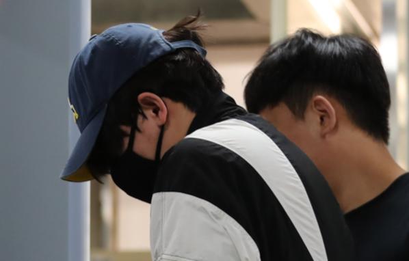 '신림동 강간미수 영상' 속 30대 남성이 지난달 31일 영장실질심사를 받기 위해 서울중앙지법으로 들어서고 있다. /연합뉴스