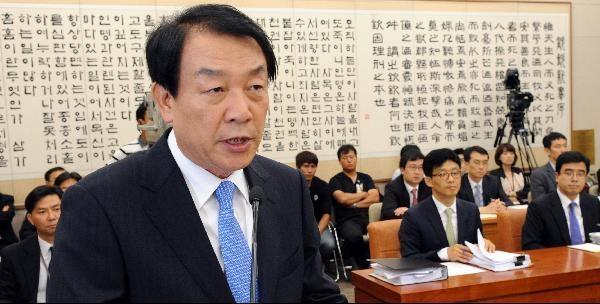 지난 2011년 8월 8일 국회 인사청문회에서 권재진 법무장관 후보자가 신상 발언을 하고 있다. /연합뉴스