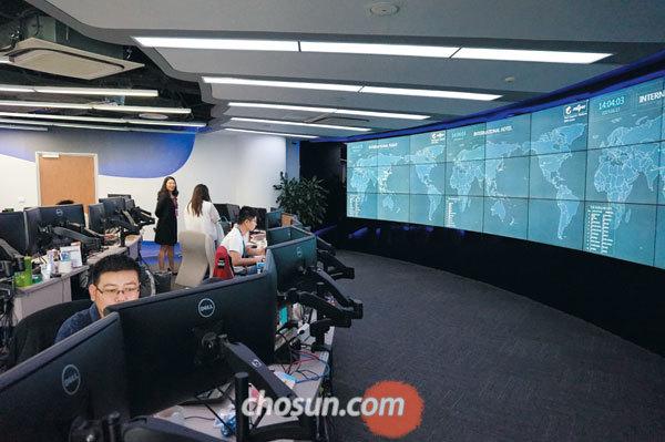 중국 상하이 시트립에 있는 네트워크운영센터. 이곳에선 빅데이터 예측치 대비 실제 데이터의 괴리가 큰 상황이 벌어지면 상황 센터에서 예약 시스템에 문제가 없는지 즉각 파악에 나선다.