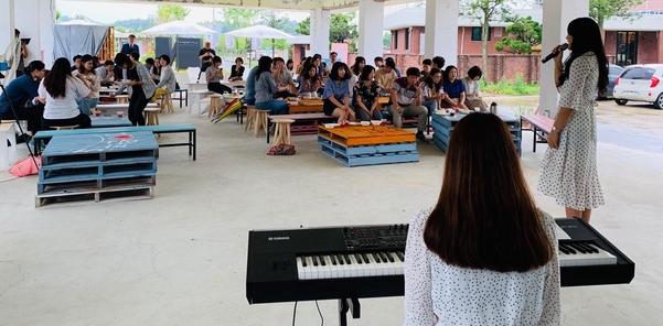 지난달 26일 전북 완주군 문화복합문화지구 '누에(nu-e)'에서 열린 재즈 공연./ 완주군
