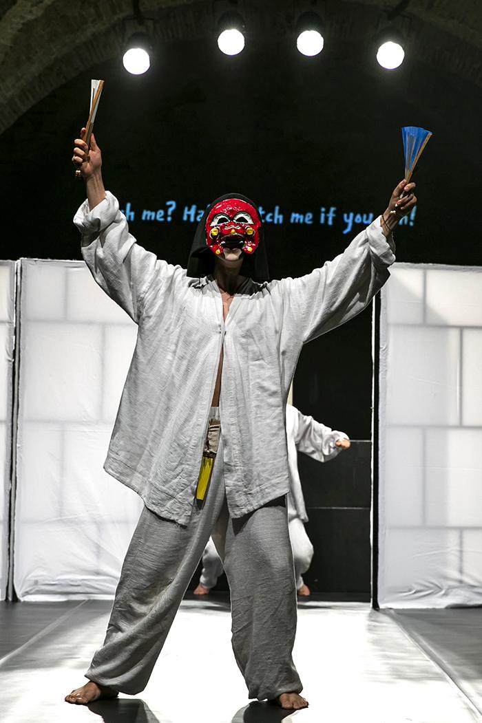 (사진2) 유럽 젊은 연극제 2019에서 1등상을 받은 'Herro?'의 한장면