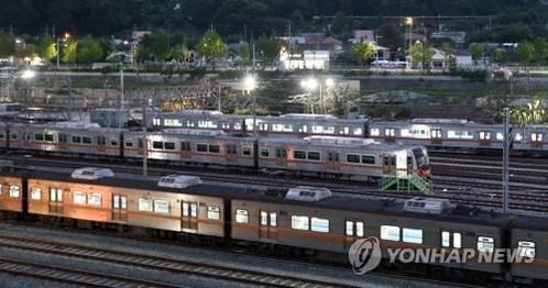 부산 노포차량기지에 열차가 서 있다. /연합뉴스