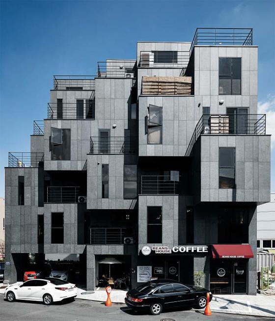 톡톡 튀는 디자인과 철저하게 세입자를 배려한 공간 설계로 5년 넘게 공실률이 전혀 없는 상가 주택 '슈거 럼프'.