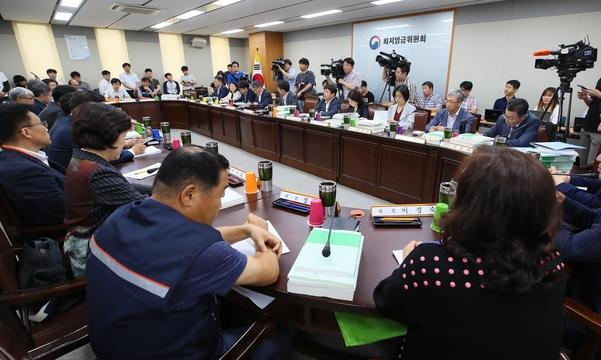 10일 세종시 정부세종청사 고용노동부에서 최저임금위원회 전원회의가 열리고 있다. /연합뉴스