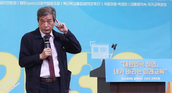 김진경 국가교육회의 의장이 11일 오전 국회 의원회관에서 열린 청년세대와 함께 하는 '청년세대 2030 미래교육 공동선언' 행사에서 발언하고 있다./ 연합뉴스