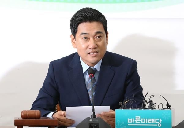 바른미래당 오신환 원내대표가 11일 당 원내정책회의에서 발언하고 있다./연합뉴스