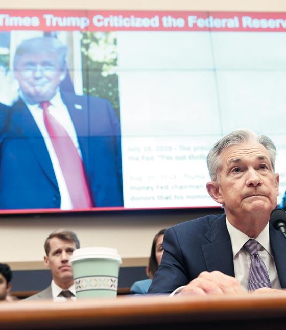 제롬 파월 연방준비제도(Fed) 의장이 10일(현지 시각) 미국 하원 금융서비스위원회 청문회에서 증언하고 있다.