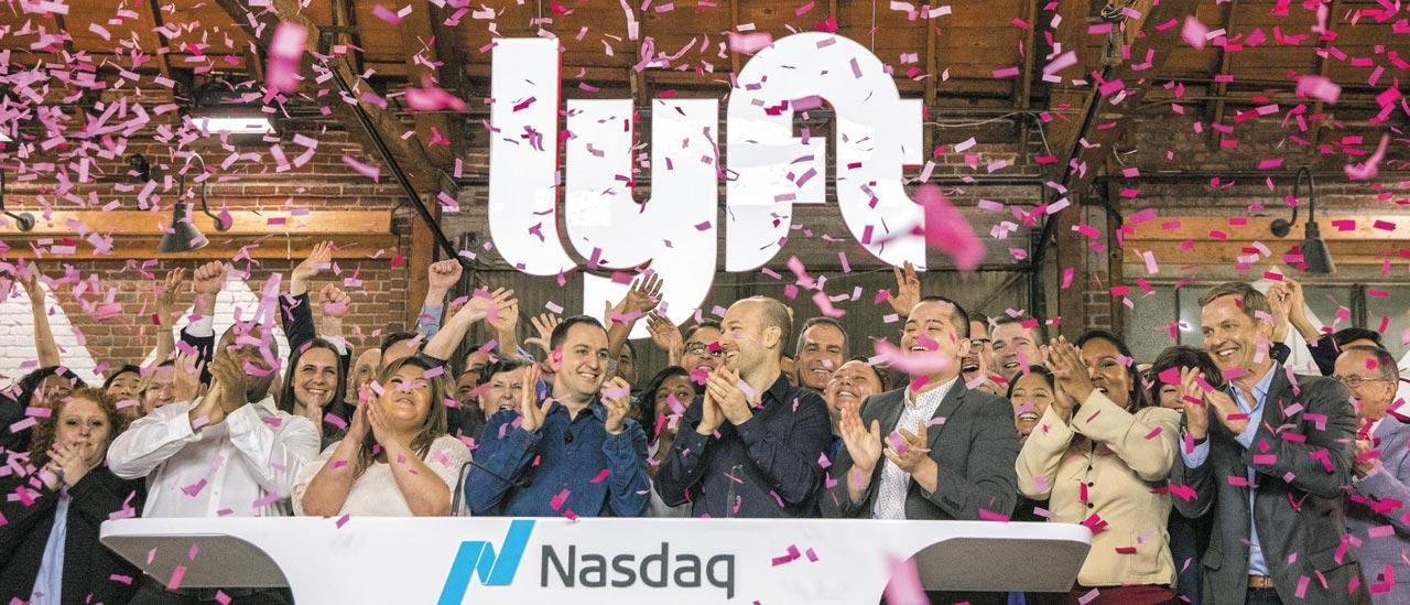 지난 3월 29일 미국 2위 차량 공유 업체 리프트가 미국 나스닥에 상장한 뒤 존 짐머 리프트 창업자(중간 좌측)와 직원들이 환호하고 있다.