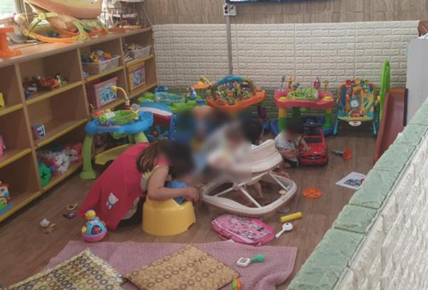 11일 전남 영암군 삼호읍의 다문화가족지원센터에서 이주여성들이 아이를 돌보고 있다. /영암=최효정 기자