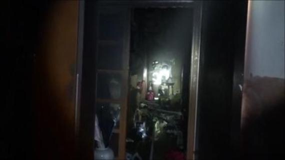 14일 새벽 서울 방배동의 한 아파트에서 화재가 나 가정집 일부를 태우고 40분만에 진화됐다./서울 서초소방서 제공