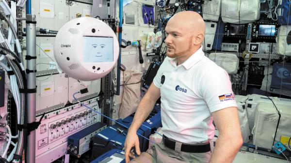 우주선에 탄 AI 로봇