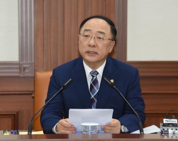"""홍남기 """"日 규제 대응, 핵심 소재·부품 기술 R&D 세액공제 확대"""""""