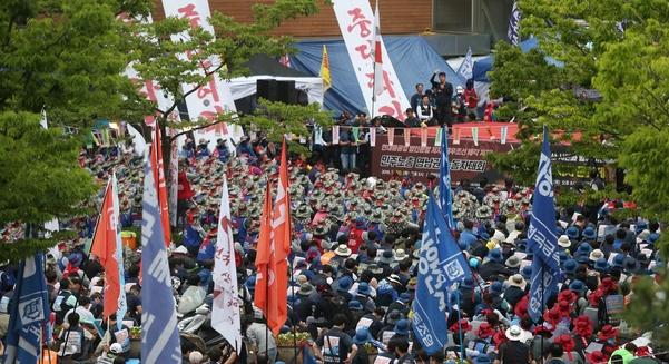 지난 5월 27일부터 31일까지 현대중공업 노조가 이 회사 주주총회가 열릴 예정이었던 울산 동구 한마음회관을 불법 점거하고 시위를 벌였다. / 연합뉴스